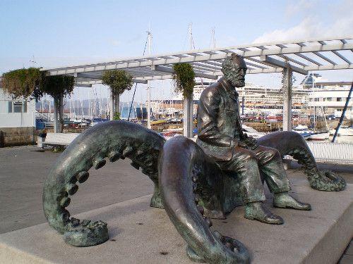 Estatua y monumento a Julio Verne en Vigo